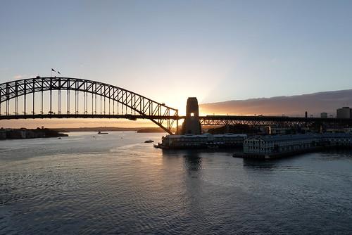 007798 rx100m6 sunrise sunshine sun sydney sydneyharbour sydneyharbourbridge bridge brücke water wasser hafen harbour outdoor newsouthwales australia australien silhouette sky landscape seascape seasunclouds view aussicht