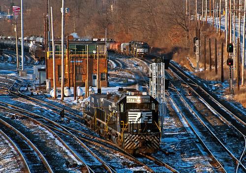 ns norfolksouthern badenpa eastconway conwayyard fortwayneline train railfan railroad emd sd402
