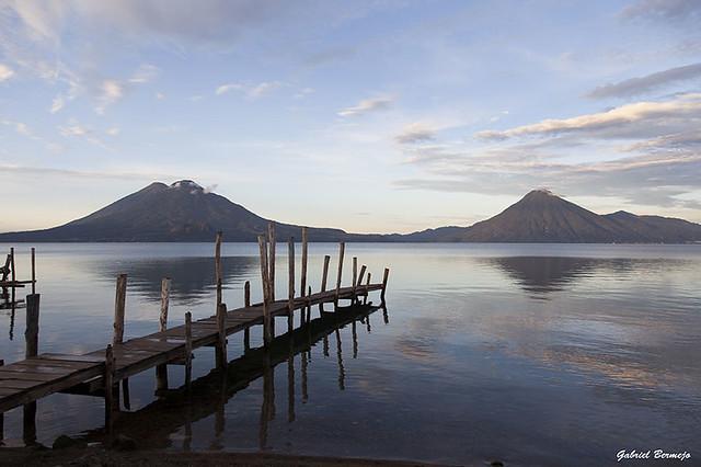 El lago y  los volcanes - Panajachel