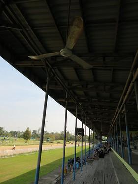 チェンマイ競馬場の扇風機
