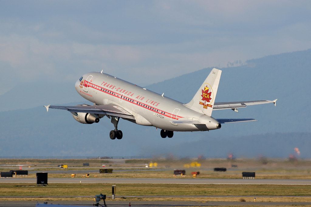 Air Canada C-FZUH