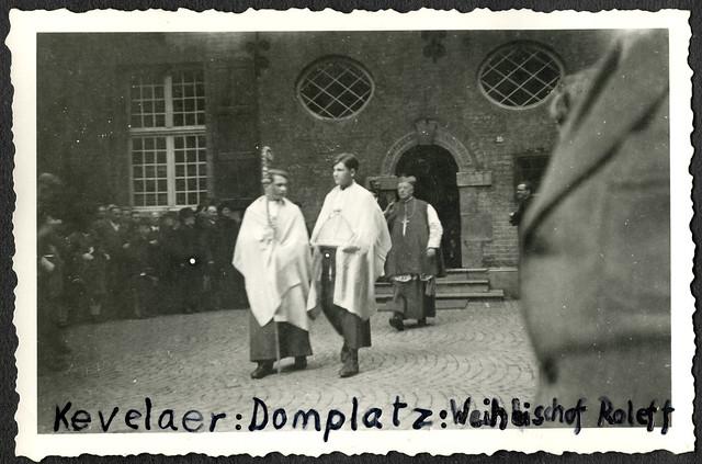 AlbumC156 Weihbischof Heinrich Roleff Münster, Domplatz in Kevelaer 1949