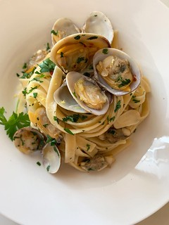 Linguine alle Vongole {Linguine with Clams} | by The Culinary Chronicles