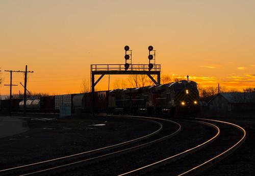 crex 1507 ge es44ac cndundassubdivision parisjunction trains train track tracks railfan railroad railway rail rails sunset signals