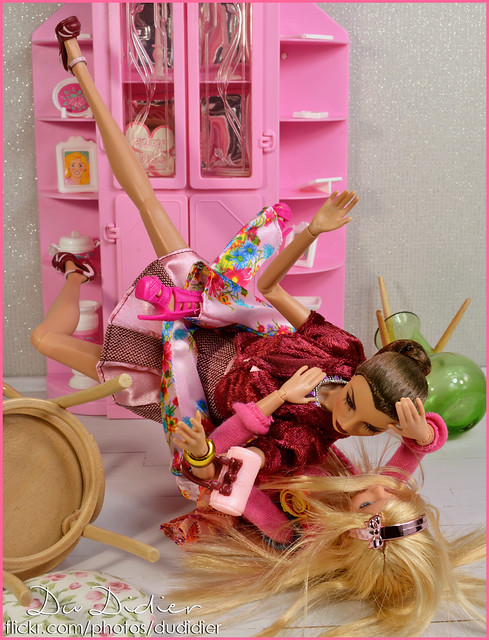 When Barbie meets Fashion Royalty (Tag Game)