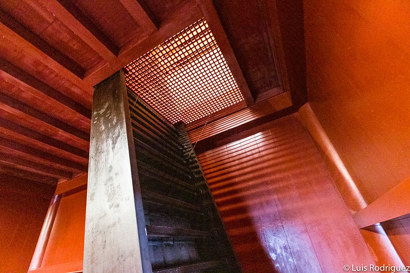 Acceso al tercer piso (ático)