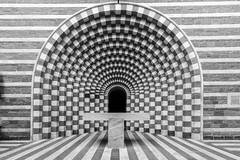 Simmetria - architetto Mario Botta - Chiesa di Mogno CH