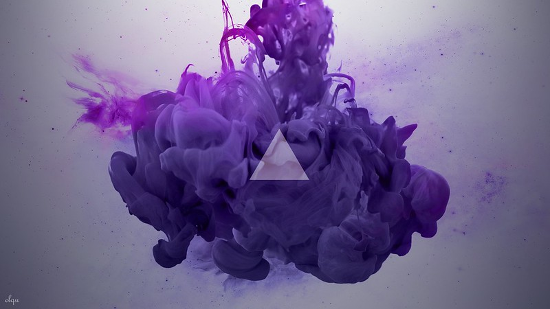 Обои дым, треугольник, сиреневый картинки на рабочий стол, фото скачать бесплатно