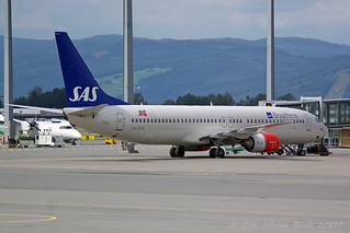 SAS Norge B737-883 LN-RCN at ENGM/OSL 22-07-2007 | by Ole Johan Beck