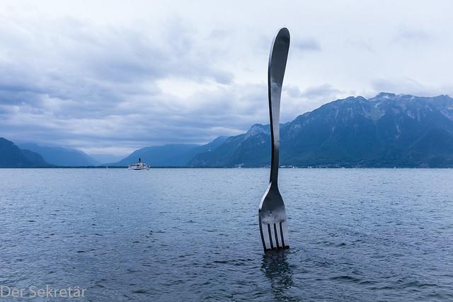 Eine grosse Schüssel Suppe braucht einen grosse Gabel --- A big bowl of soup needs a big fork