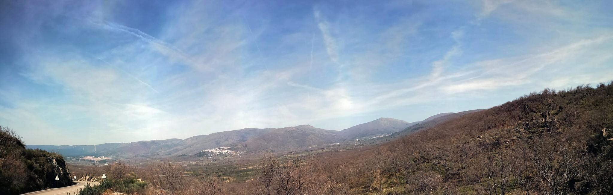 vista de pueblos y Sierra de Gata Cáceres