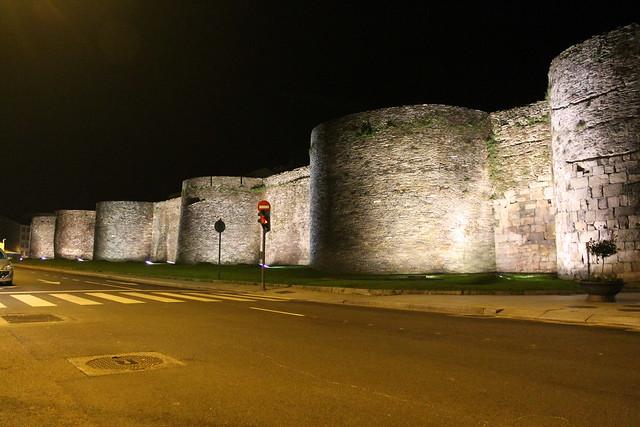 Muralla de Lugo de Noche