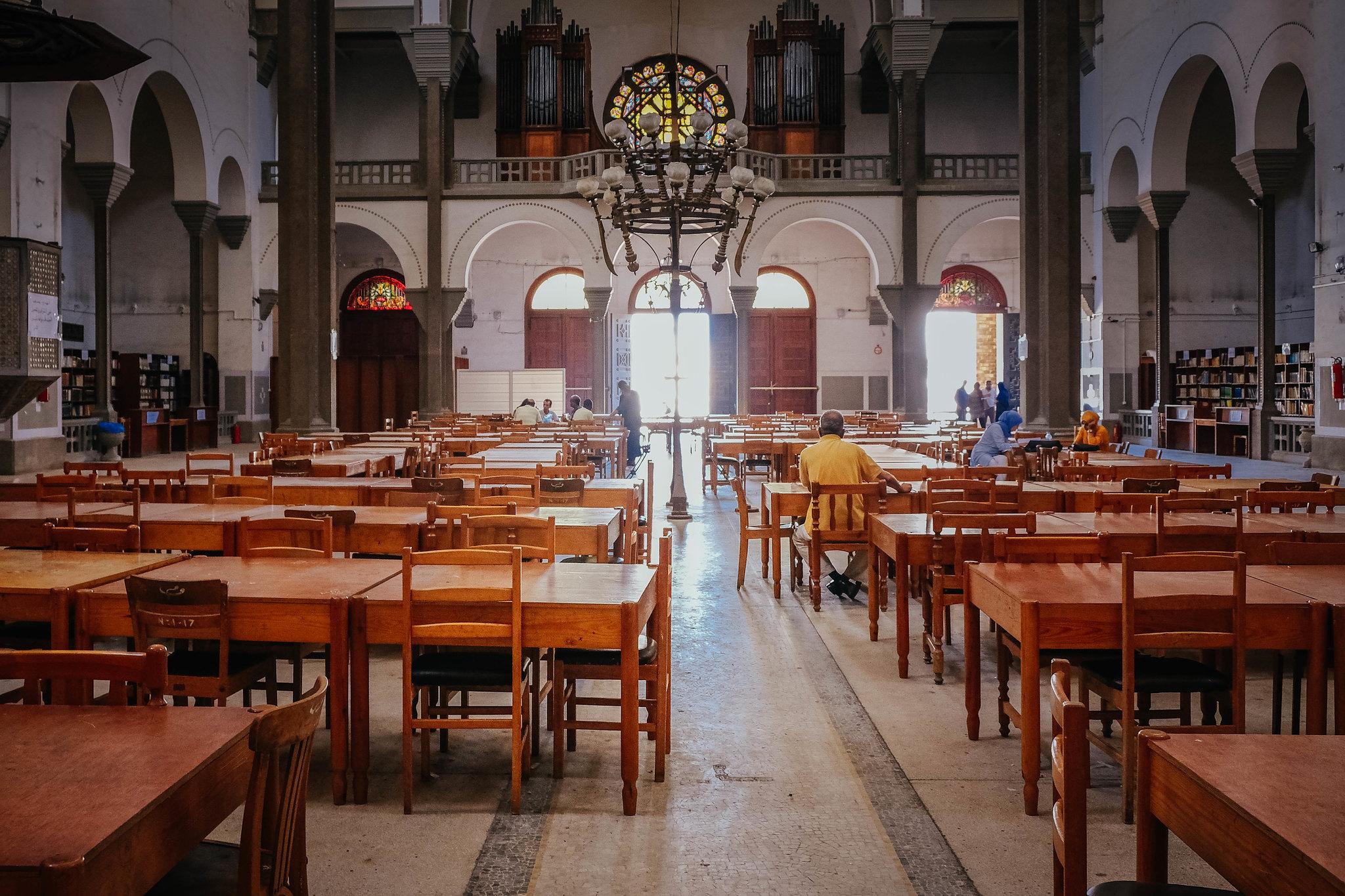 InsideCathédrale du Sacré-Cœur / library