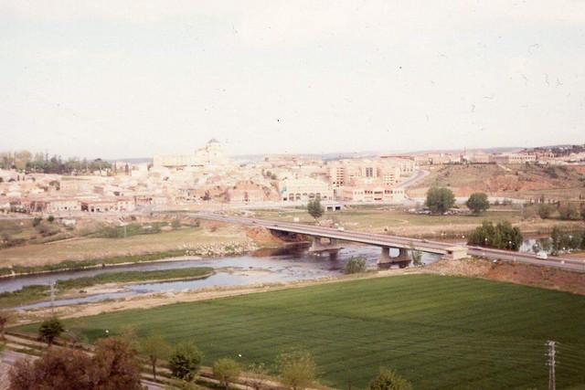 Puente de Azarquiel en 1989 o 1990. Foto de Luis García García
