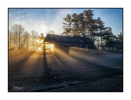 decay rural iphone8plus barn morning light shed rays beams sunrise farm