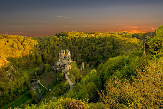 Burg Eltz bei Sonnenuntergang