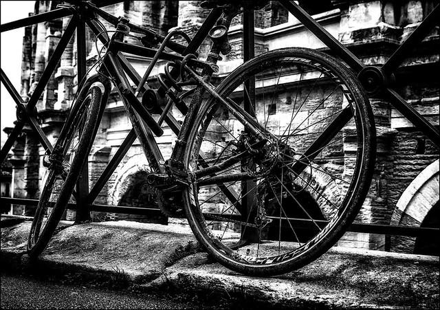 Le vélo oublié du gladiateur vaincu... / The defeated gladiator's forgotten bike
