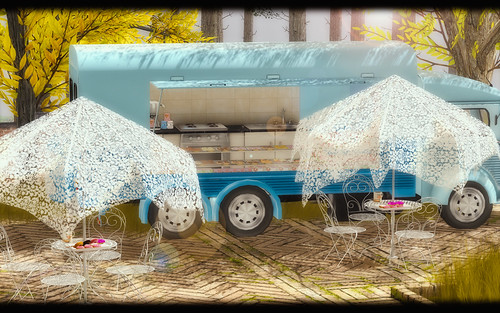 APHRODITE - Shabby patio set and Donut Trucks