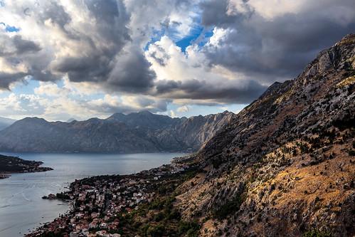 crnagora црнагора monténégro kotor fjord baie montagne eau soir balkans