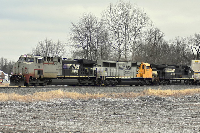 23K with NS 1800 and a primer cab at Brimfield Indiana