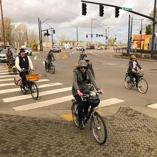 Portland Tweed Ride: Rolling into Kenton.