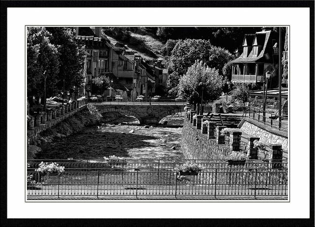 La photographie en noir et blanc est celle qui raconte des aventures en couleurs. Remy Donnadieu:Neste du Louron a Arreau