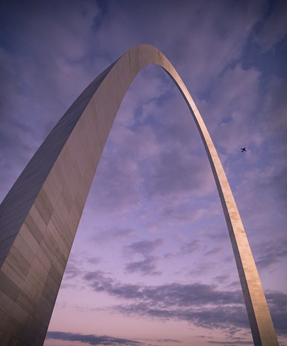 gatewayarch stlouis stlouisarch arch architecture architecturalphotography twilight evening dusk missouri travel rokinon rokinon12mm wideangle sony sonyimages cityscape nightscape plane clouds sky airplane sunset gatewayarchnationalpark
