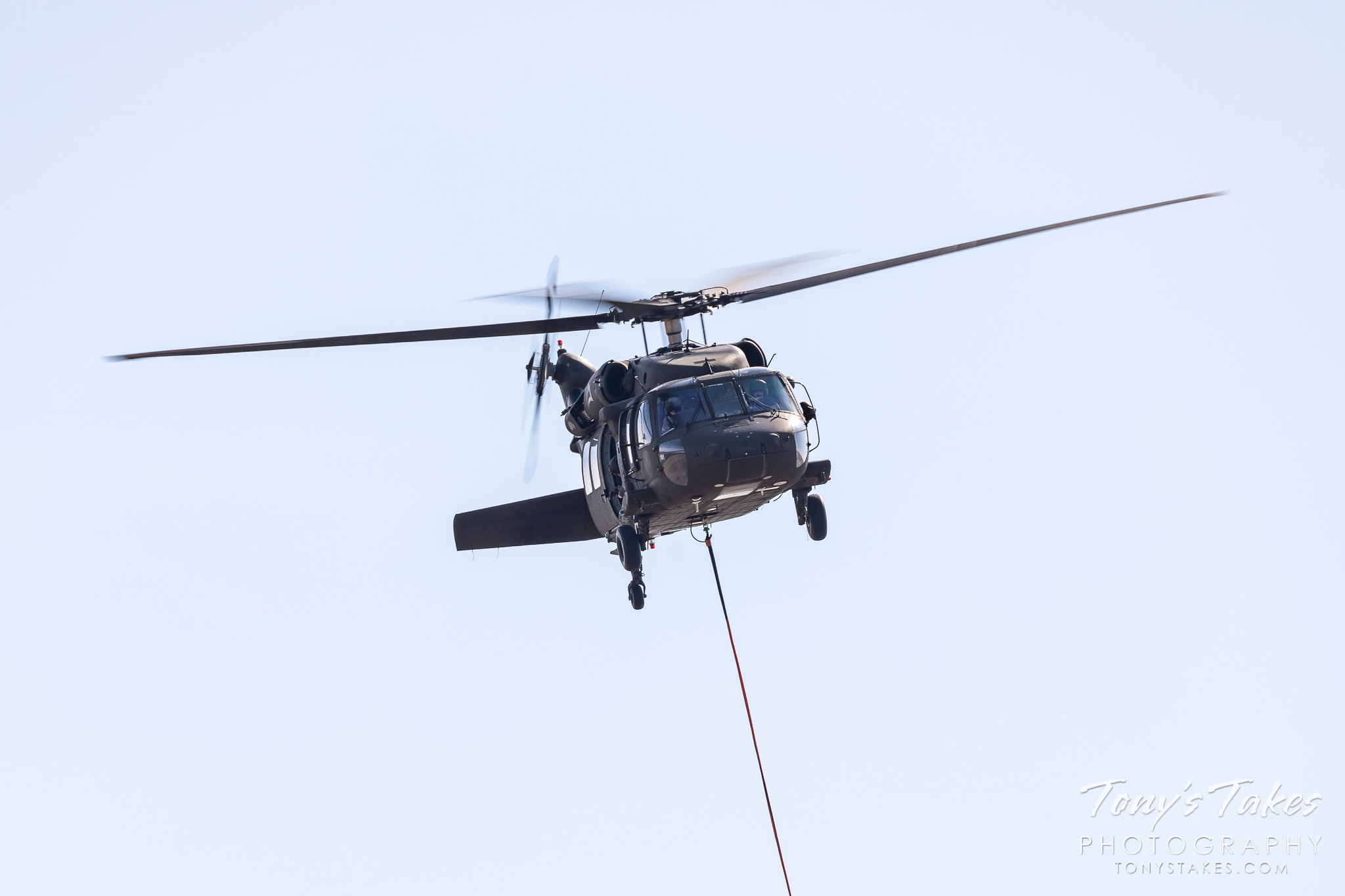 A UH-60 Blackhawk from the Colorado National Guard practices firefighting. (© Tony's Takes)