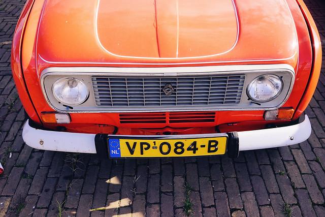 Renault 4 in orange