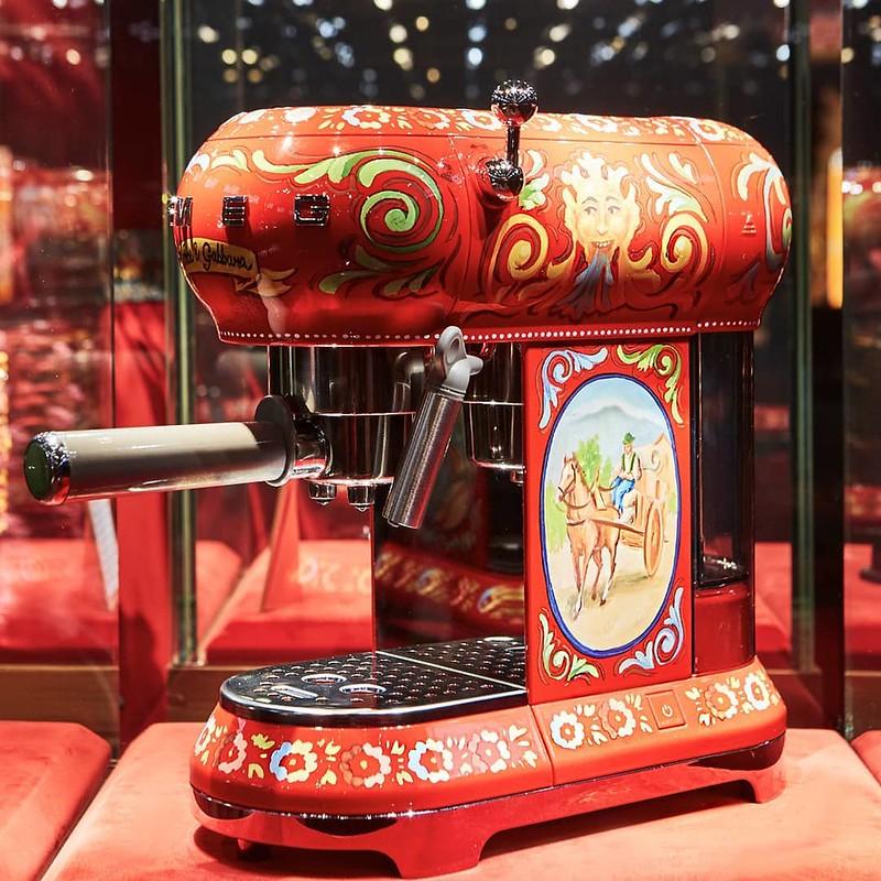 Кофемашинка от Dolce & Gabbana и Smeg