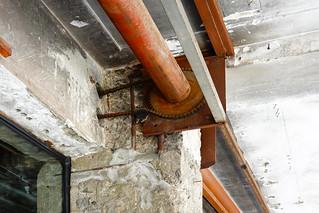 SOF Hotel 植光花園酒店 - 12 騎樓鐵捲門拆除後保留轉軸   by 準建築人手札網站 Forgemind ArchiMedia