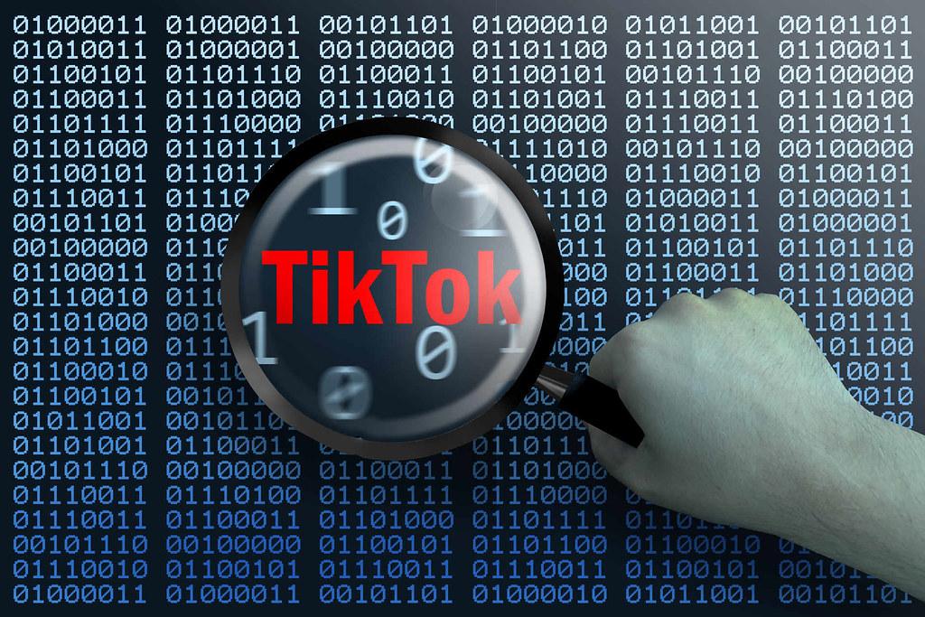 مخاوف الحكومات من أن يكون تيك توك أداة تجسس قد تصل به إلى المنع التام