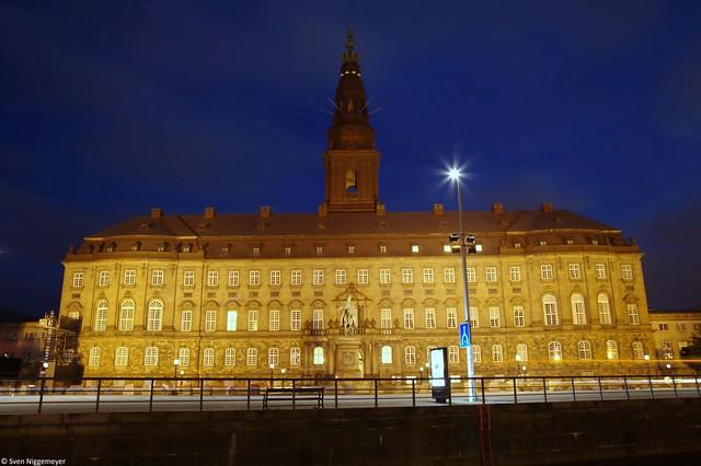 Nachtaufnahme vom Schloss Christiansborg in Kopenhagen (26.06.17)