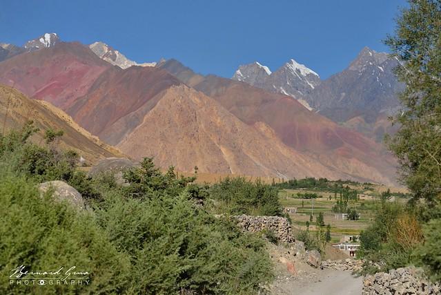 Ligne de crêtes fermant l'ouest de la vallée de Chapursan