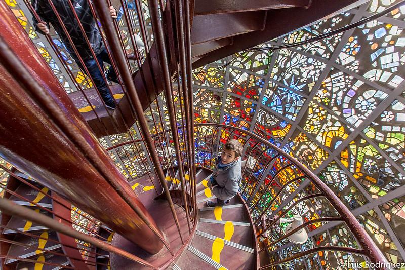 """Interior de """"Escultura sinfónica"""" de Gabriel Loire"""