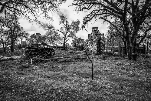 solemn d850 lonely brush blackwhite quiet california abandoned tractor monochrome farm tree house shack forgotten scary landscape home serious creepy catheysvalley unitedstatesofamerica us