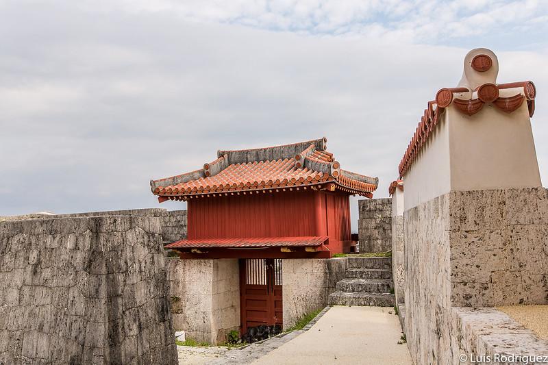 Vista trasera de la puerta Shukunjumon