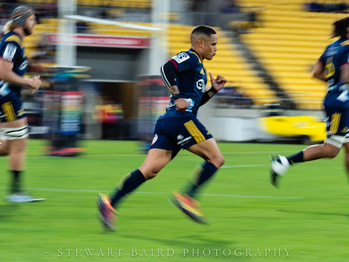 Aaron Smith running on for the Highlanders | by stewartbaird