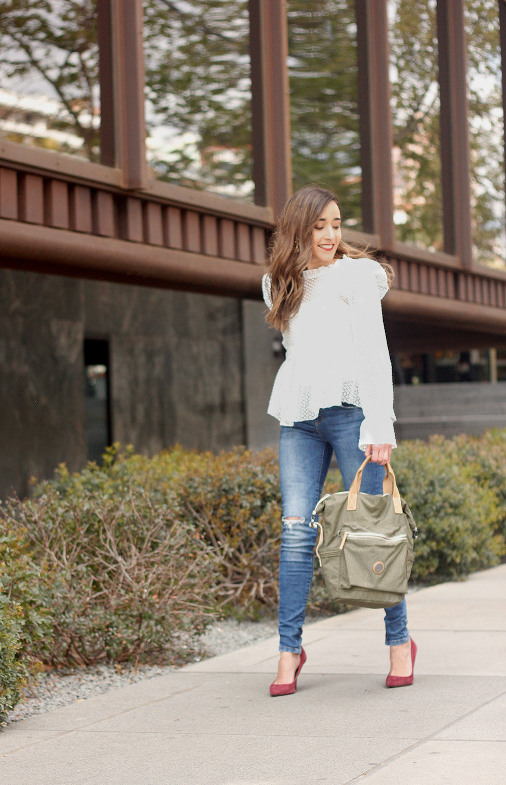 kipling backpack transformation collection khaki white lace blouse casual street style casual outfit 20198