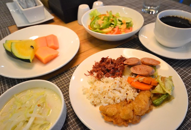 ferra hotel and garden suites buffet breakfast