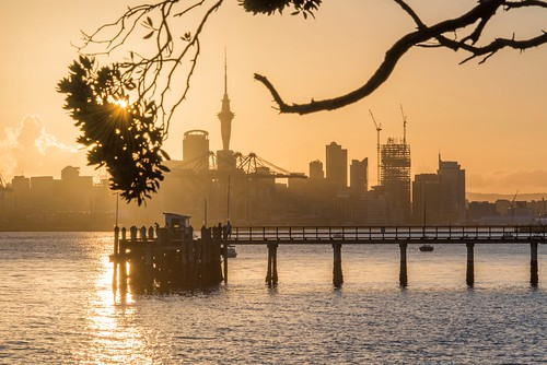 screensavers city harbour jetty wharf golden sunset landscape cityscape skytower silhouettes summer