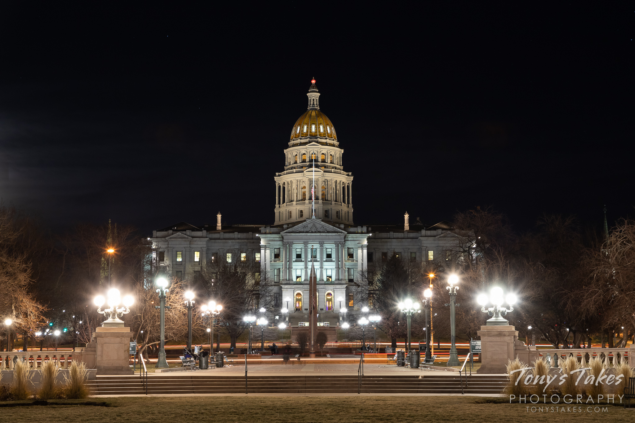 The Colorado state capitol building in downtown Denver at night. (© Tony's Takes)