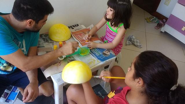 Duda Soares fazendo o projeto do sistema solar
