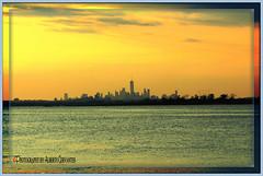 NO ES FÁCIL VIVIR EN NEW YORK. IT IS NOT EASY TO LIVE IN NEW YORK CITY.
