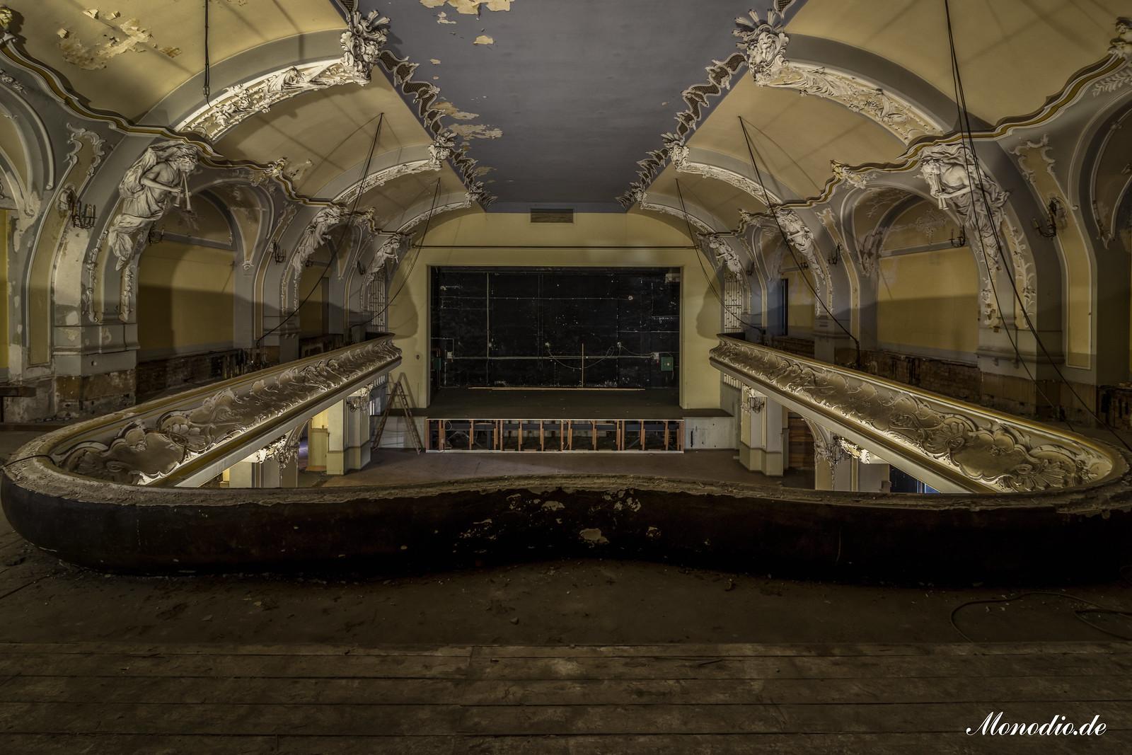 Das Theater der gefallenen Kämpfer