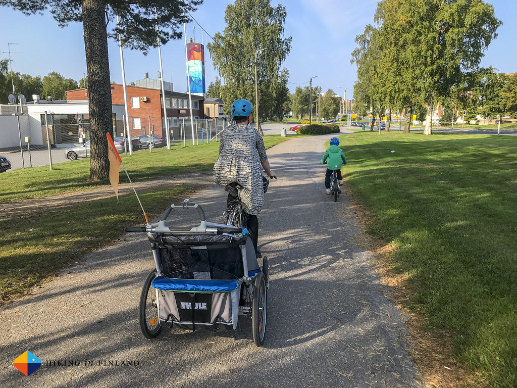Family cycling in Vaasa