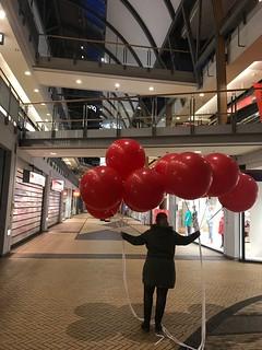 Cloudbuster Rond Chinees Nieuwjaar Megastores Den Haag   by Globos Ballonnen