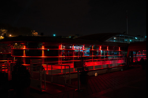 Crimson boat | by Khentar