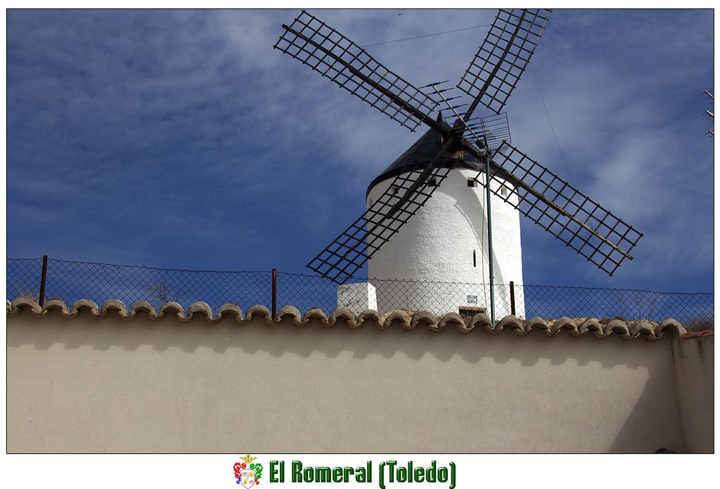un molino de viento en el Romeral