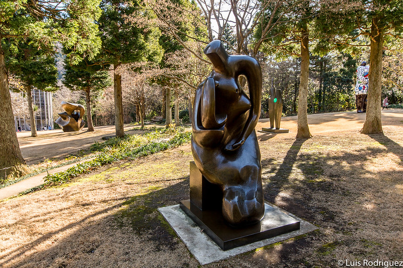 """Mother and Child Block Seat"" de Henry Moore"
